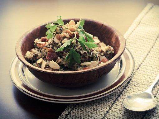 Σαλάτα με Κινόα και Σταφίδες