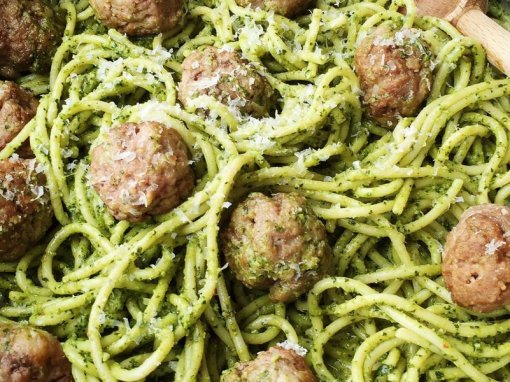 Vegan meat-free balls & Green spaghetti